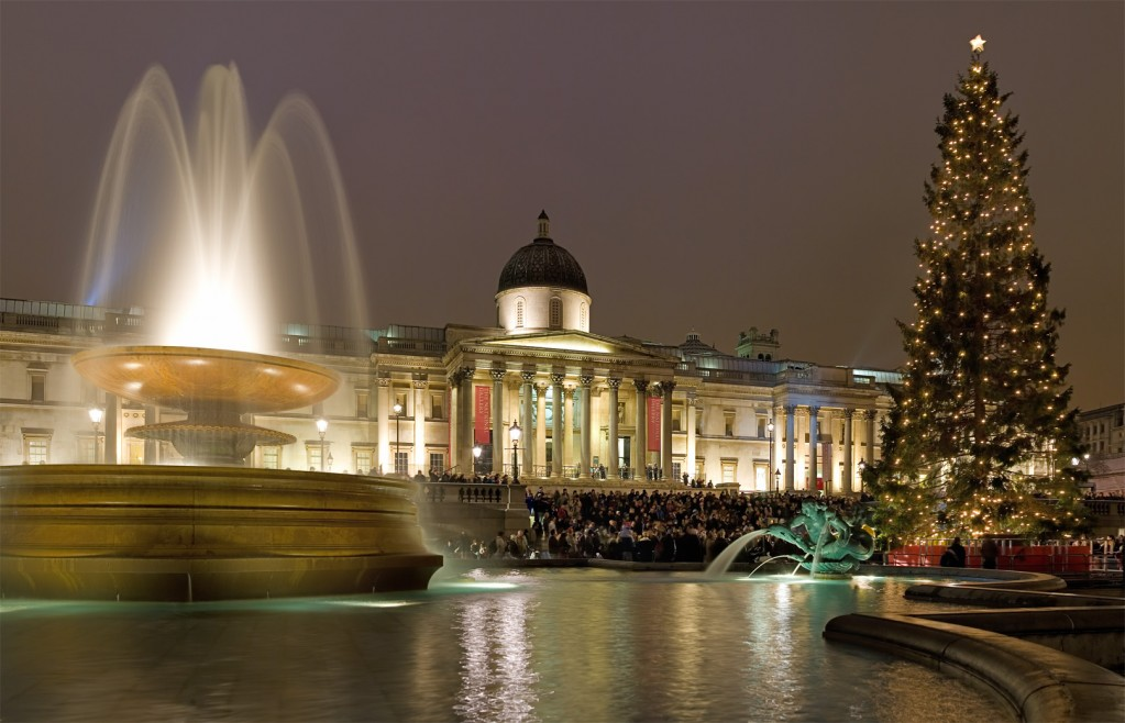 Trafalgar_Square_Christmas_Carols_-_Dec_2006