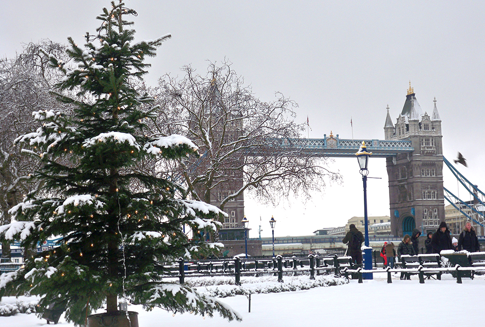 Tower Bridge at Christmas: Magical ...