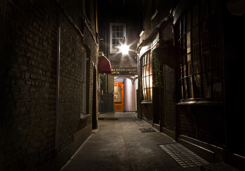Secret alleyways and Victorian gas lights ... perfect for a fright night!